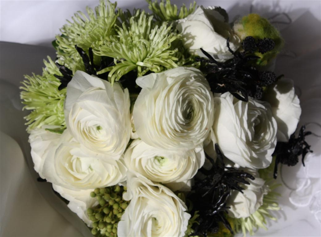 White Chrysanthemum Bouquet | www.imgkid.com - The Image ...